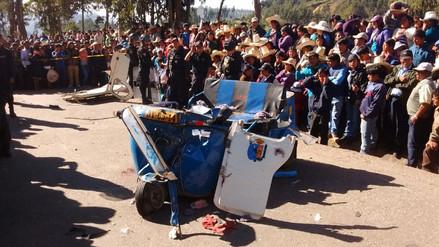 Choque de mototaxi contra un tráiler dejó dos muertos y un herido