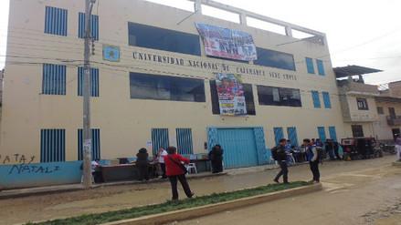 Universitarios de Chota votaron en la calle por cierre de local