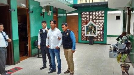 Policías graban a ciudadano chileno ofreciendo