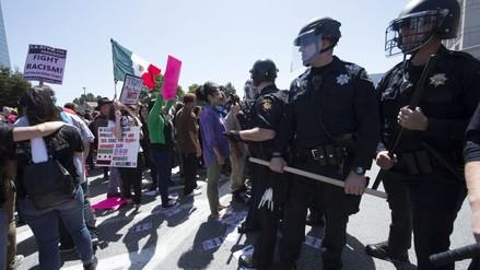 Partidarios y detractores de Donald Trump se enfrentan en California