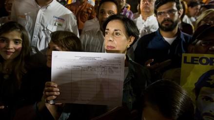 Hasta Leopoldo López firmó por el referendo revocatorio a Maduro
