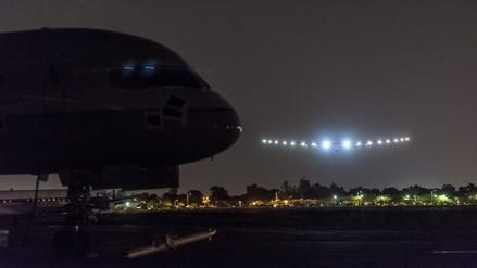 Avión solar llega a Arizona tras un vuelo de 15 horas desde San Francisco
