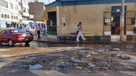 Malestar entre vecinos de Chiclayo por constante colapso de desagüe