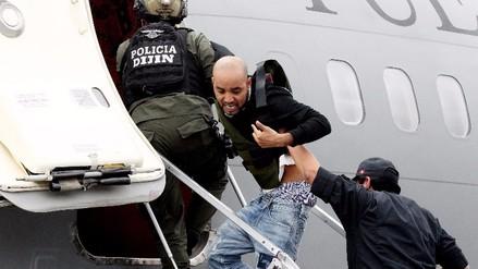 Caracol rompió en llanto en avión que lo trajo al Perú