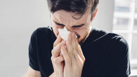 ¿Qué dice el color del flujo nasal sobre tu salud?