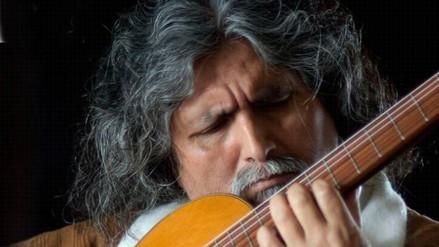 Manuelcha Prado en el Auditorio Derrama Magisterial