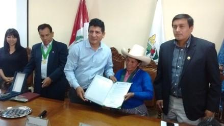 Gobierno Regional entrega condecoración a Máxima Acuña