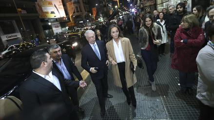 Vargas Llosa e Isabel Preysler muestran su amor Argentina