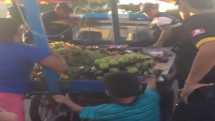 Niño defendió a su madre cuando los municipales intentaron decomisarle su mercadería
