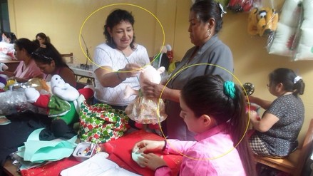 Katiuska del Castillo y Norma Muro elaboraron mil peluches por el Día de la Madre