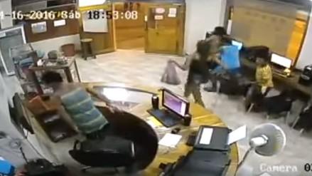 Así tembló un cibercafé en Canoa durante terremoto en Ecuador
