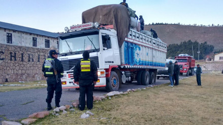 Incautan mercadería de contrabando dentro de camión