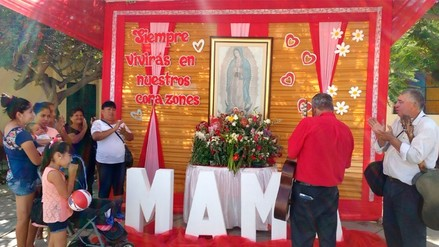 Piuranos abarrotaron los cementerios en el Día de la madre