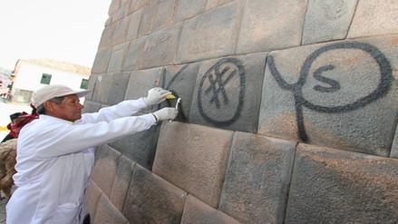 Desconocidos realizaron pintas en muros incas