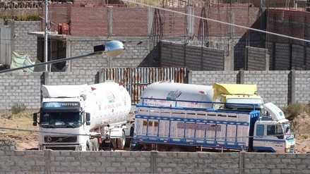 Cuestionan a policías por extraña intervención a cisternas de gas boliviano