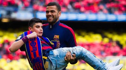 YouTube: Dani Alves tuvo grandioso gesto con niño invidente