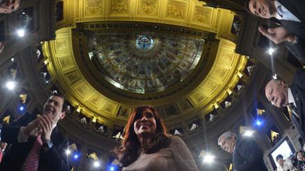 Cristina Fernández y su hijo son acusado de pagar coimas