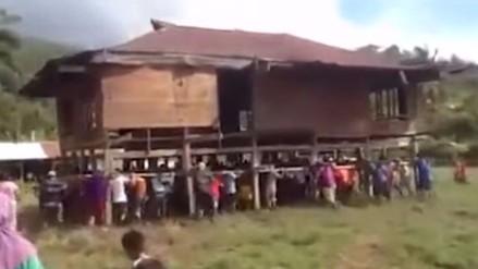 YouTube: un pueblo entera logra desplazar una casa entera