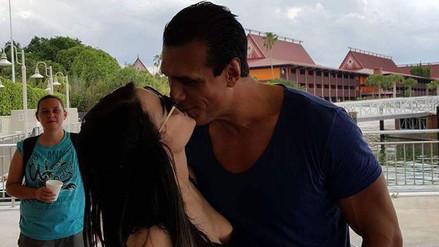 WWE: Paige y Alberto del Río aparecen besándose en Disney