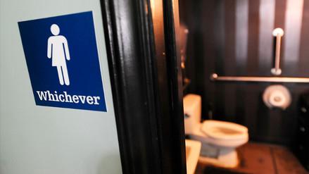 Los estudiantes transexuales podrán usar los baños que prefieran en EEUU