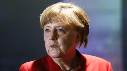 Alemania: dejan una cabeza de cerdo frente a oficina de Merkel