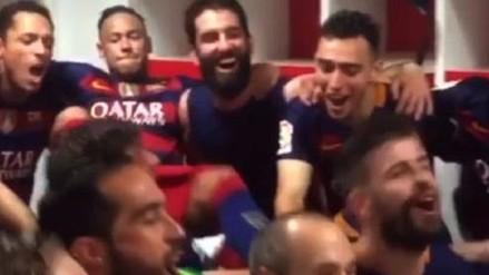 Barcelona: Neymar pateó por la espalda a Piqué mientras festejaban