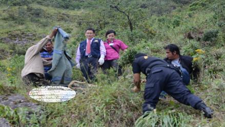 Padre e hija mueren tras volcar camioneta a abismo en Huancabamba