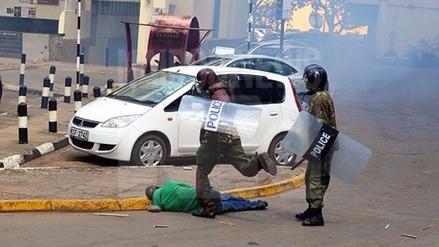 Kenia: Violenta represión policial se cobra la vida de un hombre