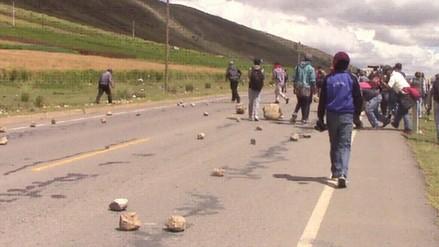 Agricultores bloquean vía Abancay - Cusco