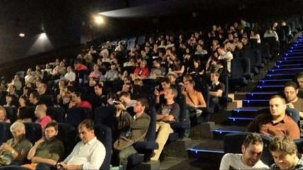 Jóvenes causan pánico en cine de Madrid fingiendo ser terroristas