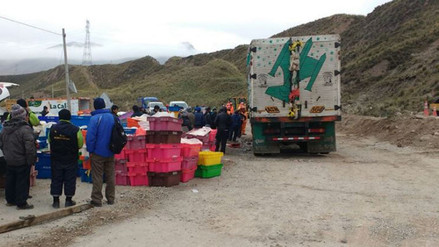 La Oroya: camión cargado de pollos sufre accidente