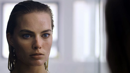YouTube: Margot Robbie imita a Christian Bale en American Psycho [VIDEO]