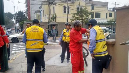 Chofer de colectivo atropelló a inspector edil en la avenida Arequipa
