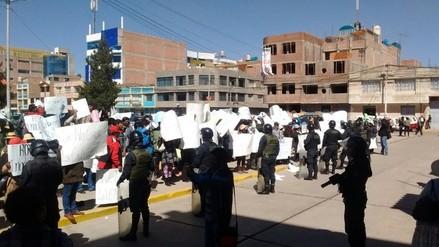 Juliaca: familiares de fiscales protestaron en los exteriores del Poder Judicial
