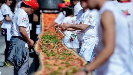 VIDEO. Preparan la pizza más larga del mundo en Nápoles