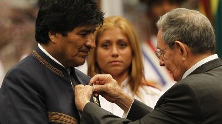 Raúl Castro impuso a Evo Morales la más alta distinción de Cuba