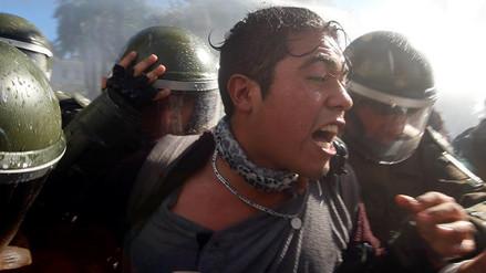 Un muerto tras violenta protesta durante mensaje de Bachelet