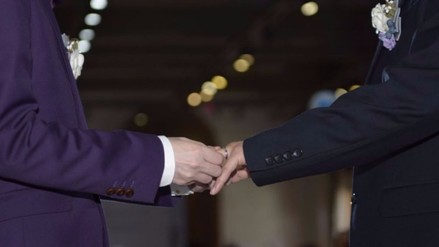 Iglesia escocesa a favor de permitir a sus pastores matrimonios homosexuales