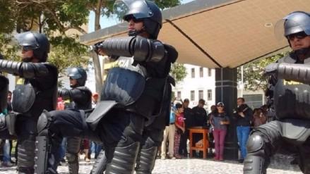 """Policías """"Robocops"""" suspenden presentaciones por críticas de la gente"""
