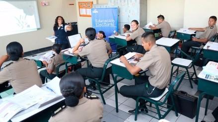 ONPE capacita a alumnos de la Escuela de Suboficiales de la Policía de Reque en temas electorales