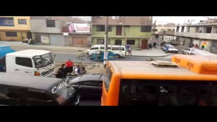 Independencia: escolares ponen en riesgo su vida por falta de semáforo