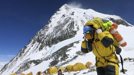 Tres muertos y 30 heridos en inicio de nueva temporada en el Everest