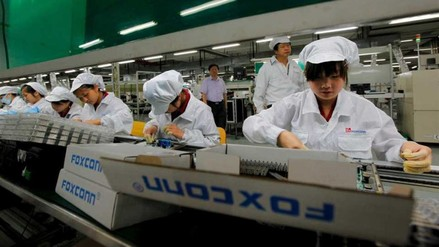 Foxconn reemplaza a 60.000 trabajadores por robots en fábrica china