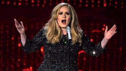 Adele regaña a fan por grabar su concierto en Italia