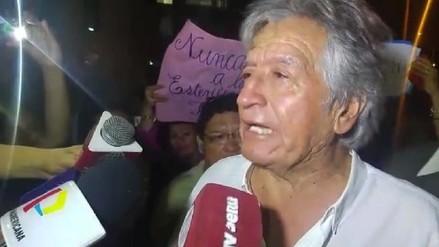 VIDEO: agreden a Virgilio Acuña durante marcha contra Keiko Fujimori