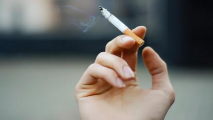 Peruanos entre 20 y 29 años consumen más tabaco