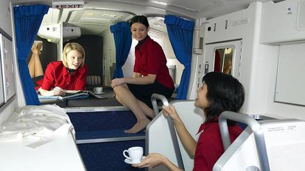 ¿Cómo son las habitaciones donde duermen los tripulantes de un avión?