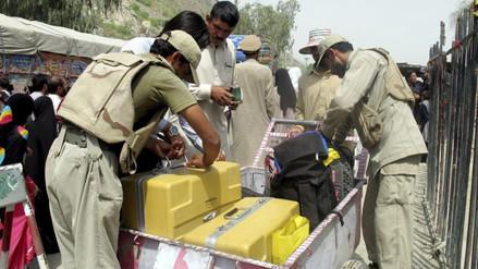 Envenenan con gas a un centenar de alumnas en colegio de Afganistán