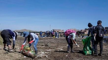 Juliaca: universitarios limpiaron riberas del río Cacachi