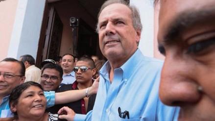 """Alfredo Barnechea precisa que apoya el """"voto libre"""" y no el blanco o viciado"""